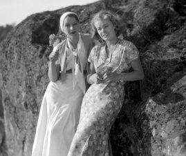 Svenska och norska kvinnliga huvudrollsinnehavarna i Vi som går köksvägen (1932)