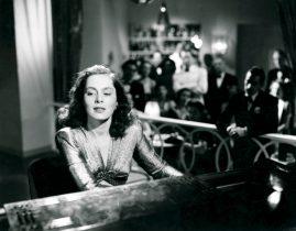 Viveca Lindfors spelar piano i filmen I dödens väntrum