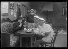 Bra flicka reder sig själv : Komedi i 2 akter - image 11
