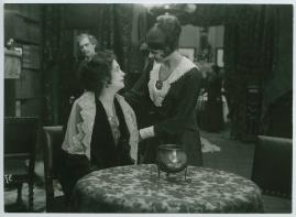 Landshövdingens döttrar : Filmdramatisering i 3 akter - image 47