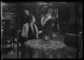 Landshövdingens döttrar : Filmdramatisering i 3 akter - image 56