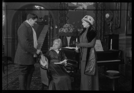 Landshövdingens döttrar : Filmdramatisering i 3 akter - image 19