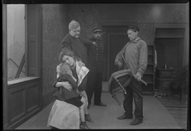 I prövningens stund : Skådespel i 3 akter - image 25