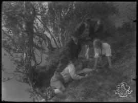 Ett farligt frieri : Folkkomedi i fyra akter - image 76