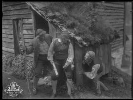 Ett farligt frieri : Folkkomedi i fyra akter - image 43