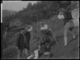 Ett farligt frieri : Folkkomedi i fyra akter - image 79