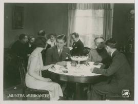 Muntra musikanter : Lustspel för filmen - image 42