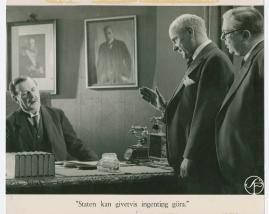 Lyckans gullgossar : Ett filmkåseri med sång - image 84
