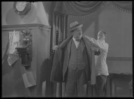 Lyckans gullgossar : Ett filmkåseri med sång - image 87