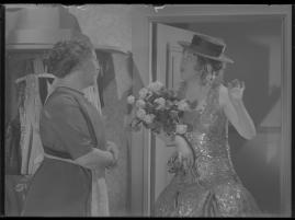 Lyckans gullgossar : Ett filmkåseri med sång - image 88