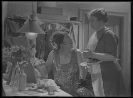 Lyckans gullgossar : Ett filmkåseri med sång - image 63