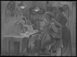 Lyckans gullgossar : Ett filmkåseri med sång - image 114