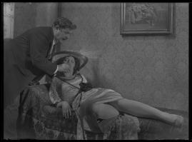 Lyckans gullgossar : Ett filmkåseri med sång - image 90