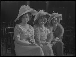 Lyckans gullgossar : Ett filmkåseri med sång - image 65