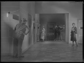 Lyckans gullgossar : Ett filmkåseri med sång - image 96