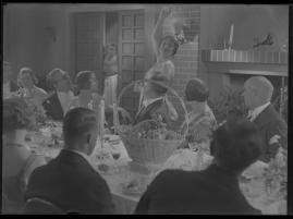 Lyckans gullgossar : Ett filmkåseri med sång - image 46