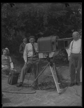 Lyckans gullgossar : Ett filmkåseri med sång - image 136