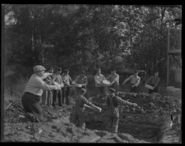 Lyckans gullgossar : Ett filmkåseri med sång - image 54