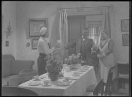 Bomans pojke : Ett filmlustspel med sång - image 95