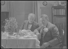 Bomans pojke : Ett filmlustspel med sång - image 143