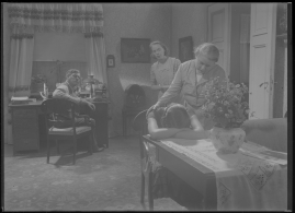 Bomans pojke : Ett filmlustspel med sång - image 168