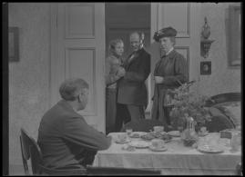 Bomans pojke : Ett filmlustspel med sång - image 169
