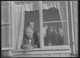 Bomans pojke : Ett filmlustspel med sång - image 100