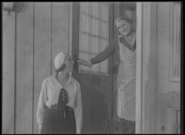 Bomans pojke : Ett filmlustspel med sång - image 27