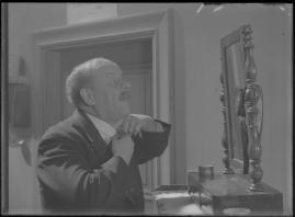 Bomans pojke : Ett filmlustspel med sång - image 179