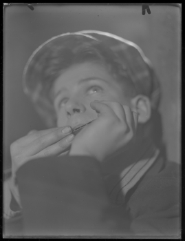 Bomans pojke : Ett filmlustspel med sång - image 112