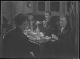 Bomans pojke : Ett filmlustspel med sång - image 156
