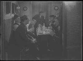 Bomans pojke : Ett filmlustspel med sång - image 157