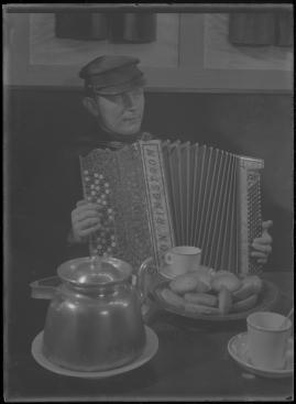 Bomans pojke : Ett filmlustspel med sång - image 118