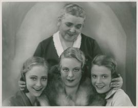 Giftasvuxna döttrar - image 43