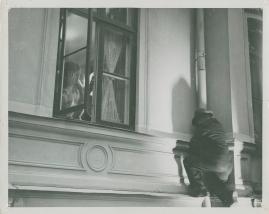 Två man om en änka - image 32