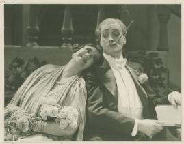 Två man om en änka - image 43