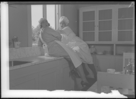 Två man om en änka - image 83