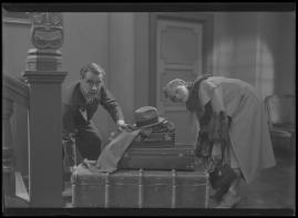 Två man om en änka - image 143