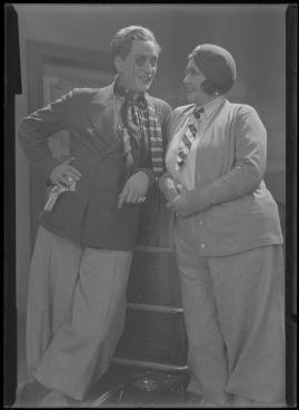 Två man om en änka - image 118