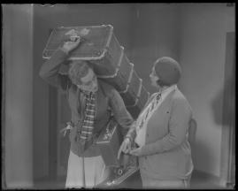 Två man om en änka - image 88