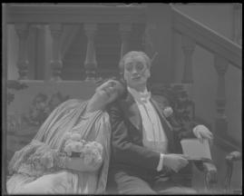 Två man om en änka - image 124