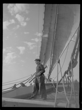 Styrman Karlssons flammor : En sjömans äventyr till lands och vatten - image 182