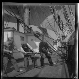 Styrman Karlssons flammor : En sjömans äventyr till lands och vatten - image 184