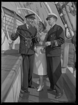 Styrman Karlssons flammor : En sjömans äventyr till lands och vatten - image 196