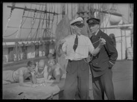 Styrman Karlssons flammor : En sjömans äventyr till lands och vatten - image 197