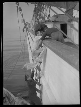 Styrman Karlssons flammor : En sjömans äventyr till lands och vatten - image 198