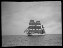 Styrman Karlssons flammor : En sjömans äventyr till lands och vatten - image 258
