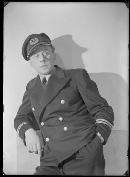 Styrman Karlssons flammor : En sjömans äventyr till lands och vatten - image 104