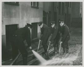 Adolf i eld och lågor - image 7