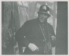 Adolf i eld och lågor - image 8